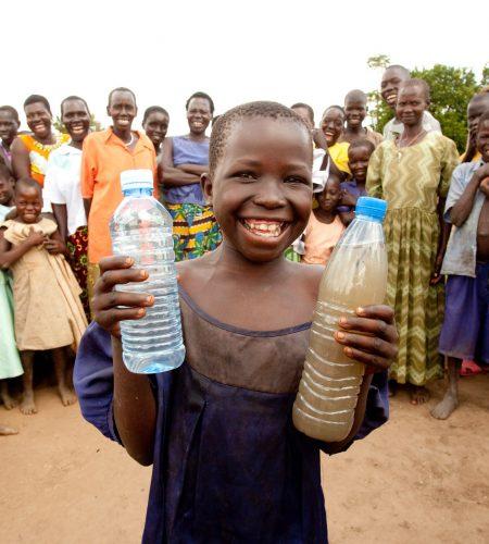 baytiz revese les bénéfices à une association pour offrir l'accès à l'eau potable